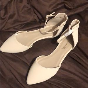 BRAND NEW Dream Pairs Nude Flatpointed Ankle Shoes